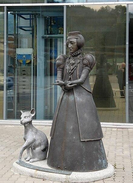 File:Statue AnnaNeumann Murau.jpg