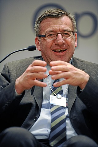 een lachende Steven Vanackere