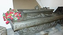 Sarkophag für Friedrich August I. in der Stiftergruft der Wettiner-Gruft (Quelle: Wikimedia)