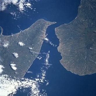 Strait of Messina metropolitan area - Image: Stretto di messina satellitare