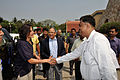 Sunita Lyn Williams Shakes Hands with Arijit Dutta Choudhury - Kolkata 2013-04-02 7394.JPG