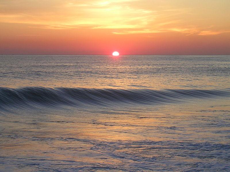 File:Sunrise at ocean.JPG