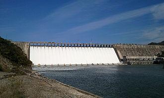 Sup'ung Dam - Image: Supong Dam Oct 2010 2