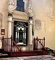 Synagoga Izaaka Krakow - aaron ha kodesh.jpg