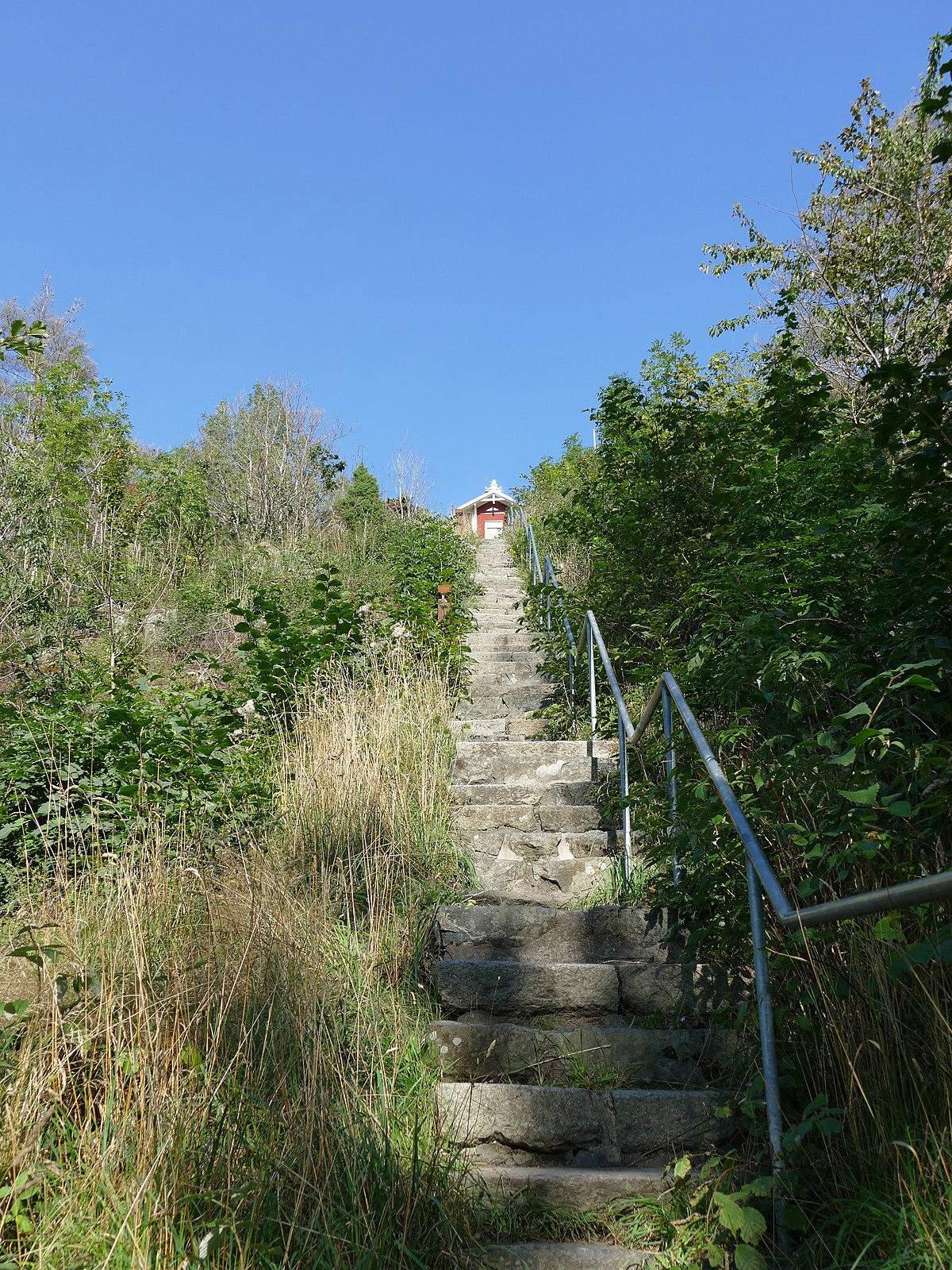 Stavkyrka, gravar och skeppssttning. Halland, Tl socken