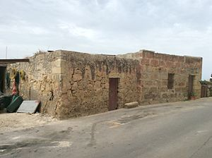 Ta' Tabibu Farmhouse - The added farmhouse rooms as seen from the road