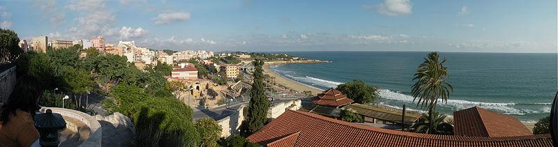 http://upload.wikimedia.org/wikipedia/commons/thumb/0/0d/Tarragona_beach.jpg/800px-Tarragona_beach.jpg