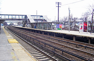 Tarrytown (Metro-North station) - Looking south, with the Tappan Zee Bridge in the distance.