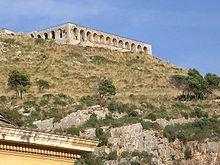 La sostruzione del Tempio di Giove Anxur vista da Piazza Garibaldi.