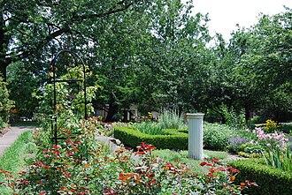 Ten Broeck Mansion - Image: Ten Broeck Mansion Garden