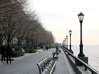 The Esplanade in Battery Park November 2003 New York City.jpg