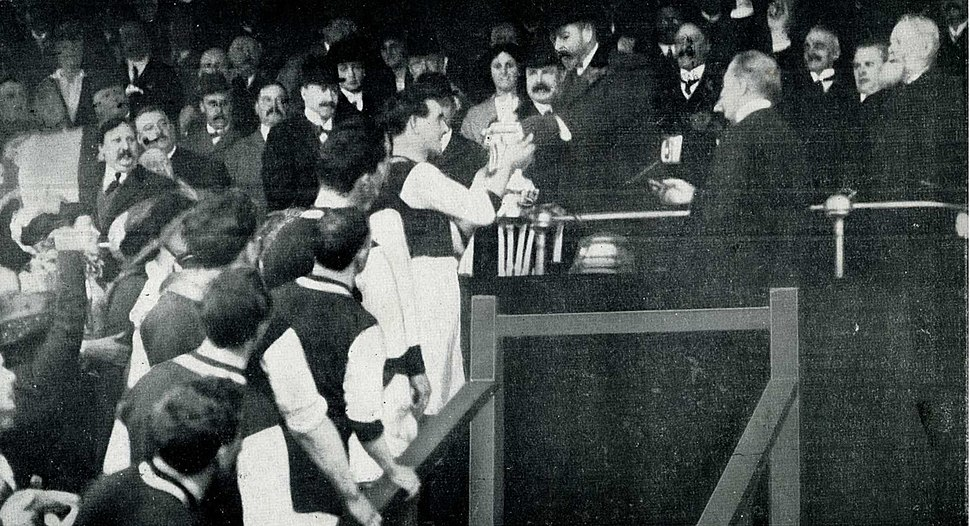 The King George V presents the FA Cup 1914
