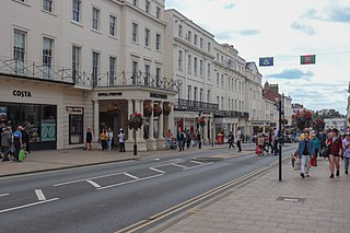 Leamington Spa spa town in central Warwickshire, England