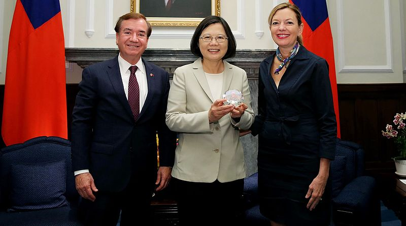 U.S. House Foreign Affairs Committee Chairman Ed Royce and wife Marie meet Taiwanese President Tsai Ing-wen at the Presidential Office in Taipei, Taiwan in 2016 %E8%87%BA%E7%81%A3%E7%B8%BD%E7%B5%B1%E8%94%A1%E8%8B%B1%E6%96%87%E8%88%87%E7%BE%8E%E5%9C%8B%E7%9C%BE%E8%AD%B0%E9%99%A2%E5%A4%96%E4%BA%A4%E5%A7%94%E5%93%A1%E6%9C%83%E4%B8%BB%E5%B8%AD%E7%BE%85%E4%BC%8A%E6%96%AF%E5%A4%AB%E5%A9%A6.jpg