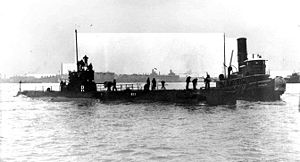USS R-11 with tug