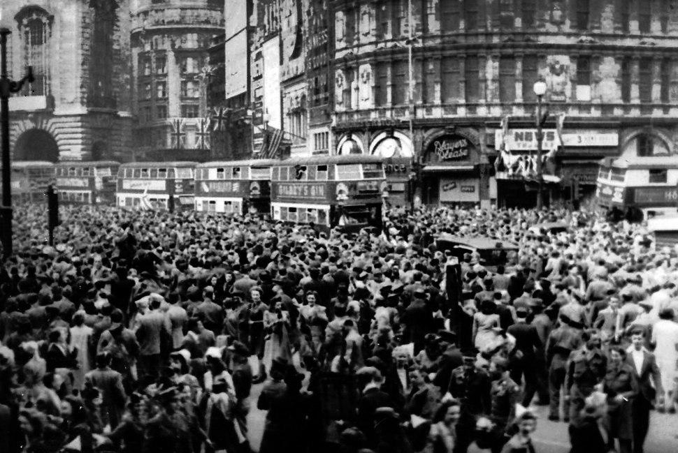 VE DAY Piccadily 1945