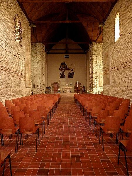 Intérieur de l'église Saint-Laurent de Vaiges (53). Nef.