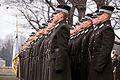 Vainagu nolikšana Rīgas Brāļu kapos (6333618949).jpg