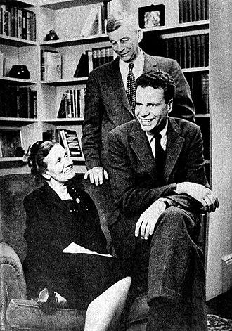 Charles Van Doren - Charles Van Doren in 1957, with his parents Dorothy and Mark Van Doren