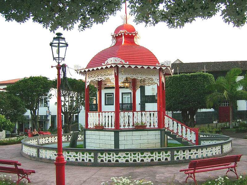 Ficheiro:Velas, Jardim da Republica, Coreto, ilha de São Jorge, Açores, Portugal.jpg