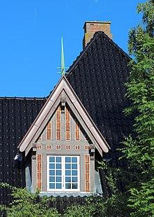 Viborg Pilgrimscentrum Villavej 10 Western Window roof detail cropped 2014-06-07.jpg