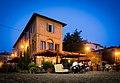 Vita serale nella piazza di Castelvetro di Modena.jpg
