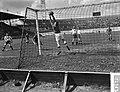 Voetbal Amsterdam tegen Longa 4-3, Bestanddeelnr 907-1343.jpg