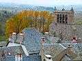 Vue sur le clocher-mur et les toits de Saint-Urcize.jpg