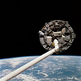 Wake Shield Facility on STS-69 (STS069-723-072).jpg