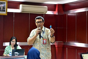 Wikipedia training session in Indonesia Open University 07.jpg