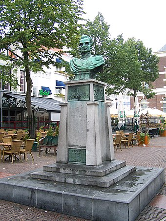 Statue of Willem I of the Netherlands by Pieter Puype (1913) in Apeldoorn Willem I Apeldoorn.jpg