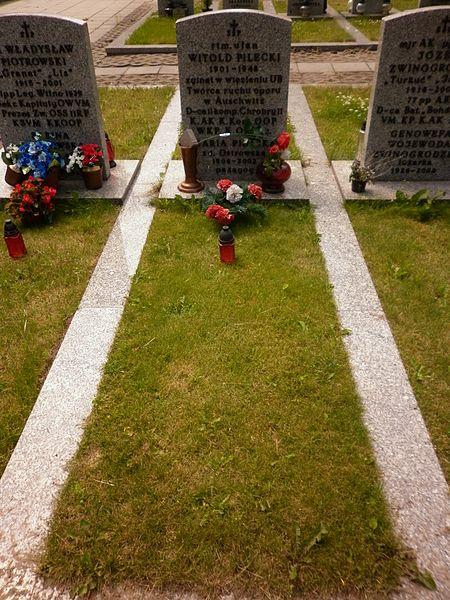 Plik:Witold Pilecki grób.JPG