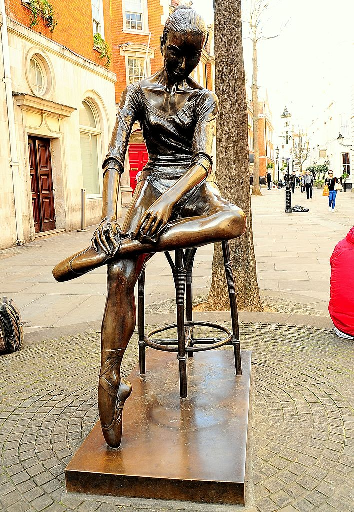 File:Young Dancer Statue, Covent Garden, London.jpg ...