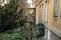 Zahrada domu bratří Čapků (Vinohrady) v roce 2015 (1).JPG
