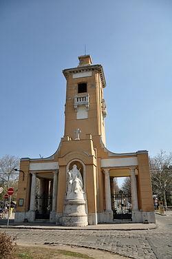 28b290a79a A temető bejáratának központi épülete