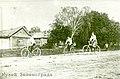 Жители деревни Ржавки на велосипедах (1913 год).jpg