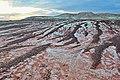 Прослой галечника на глинах, размытый дождевыми потоками. Paleogene clays and stones. Eastern Kazakhstan.JPG