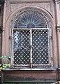 Фрагмент здания в Лопухинском саду.jpg
