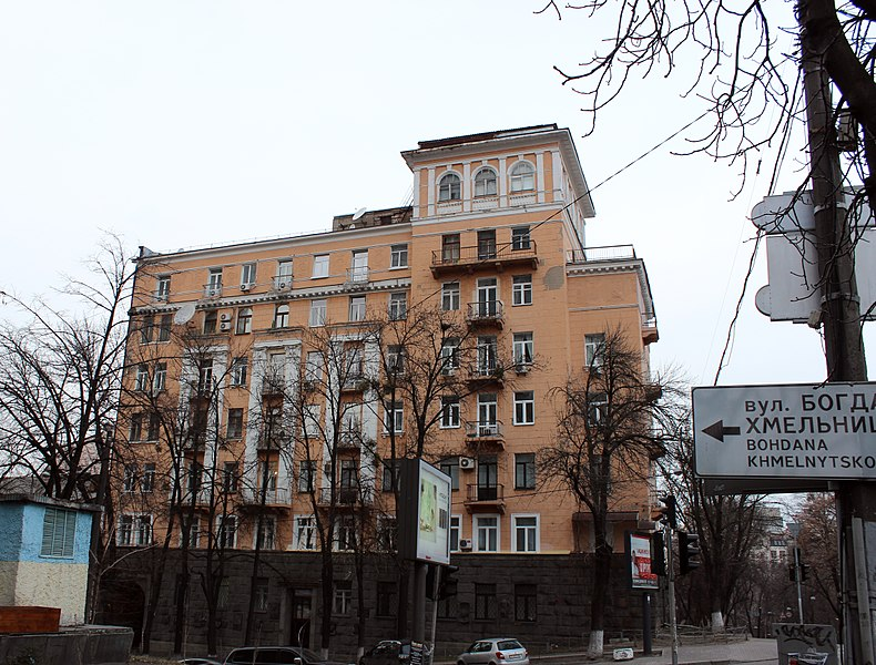 File:Хмельницького Богдана вул., 68 IMG 3807.jpg