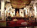 Храм Зуба Будды. Алтарь - panoramio.jpg