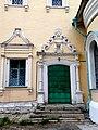 Церковь Троицы в Кожевниках. Москва. Окно и портал входа северного фасада.jpg