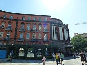 Grand Hotel Yerevan - Image: Նկարիչների միության շենքը Երևանում 02