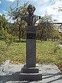Շահան Նաթալիի կիսանդրին Գորիսի պետական համալսարանի բակում.jpg