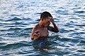 捞海胆的渔民.jpg