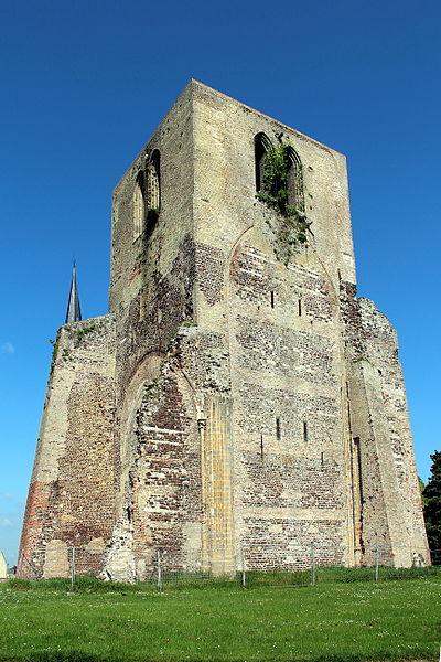 La tour carrée de l'abbaye Saint-Winoc (Nord, France).