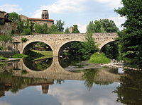0 Lavaudieu - L'église de l'abbaye Saint-André et le vieux pont sur la Senouire (1).JPG