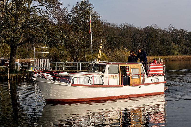 File:15-11-01-Schweriner See-RalfR-WMA 3351.jpg