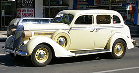 1936 Chrysler Airstream.jpg