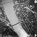1944-es budapesti honvédségi légifotó, középen az áradó Duna a Széchenyi Lánchíddal és az Erzsébet híddal - Fortepan 109128.jpg