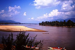 1985 at Golden Triangle. Small boats on Mekong River. Confluence Ruak River. Spielvogel Archiv.jpg